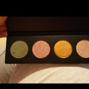 Younique pressed shadow palette